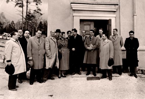 1958 год, визит Ф.Жолио-Кюри в ОИЯИ. Б.И.Замолодчиков - между Б.Понтекорво и Ф.Жолио-Кюри