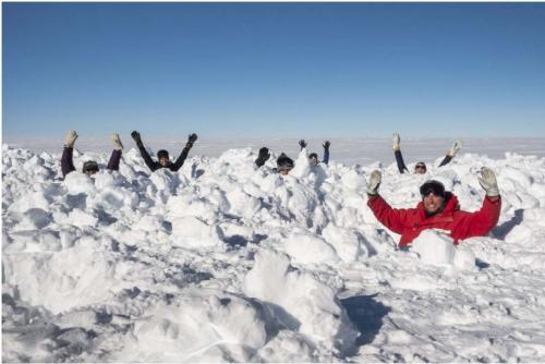 Люди в снегу